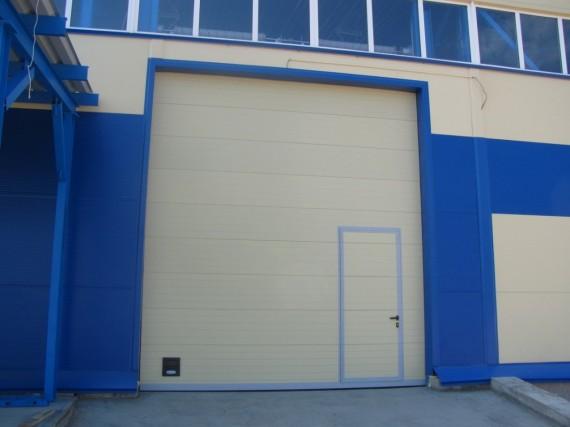 Секционные ворота DoorHan ISD-01