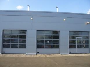 ISD02 Промышленные секционные ворота с панорамным остеклением